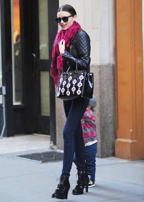Miranda Kerr et son fils Flynn le 26 novembre 2012 à New York