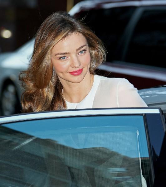 """Miranda Kerr se rend au lancement de la pièce de théâtre """"Roméo et Juliette"""" à New York, le 19 septembre 2013."""