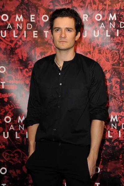 """Orlando Bloom lors du lancement de la pièce de théâtre """"Roméo et Juliette"""" à New York, le 19 septembre 2013."""
