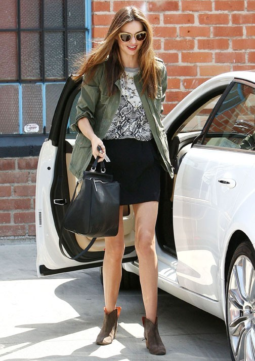 Miranda Kerr se rend à un rendez-vous professionnel à West Hollywood avec Flynn le 12 avril 2013