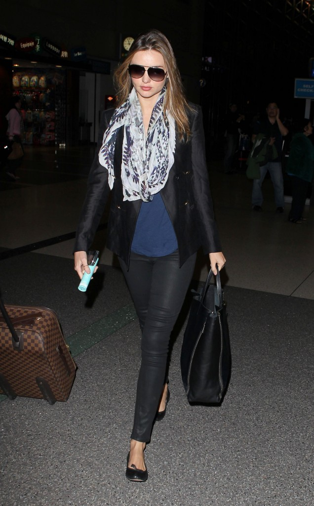 Miranda Kerr à l'aéroport de Los Angeles, le 22 avril 2012.