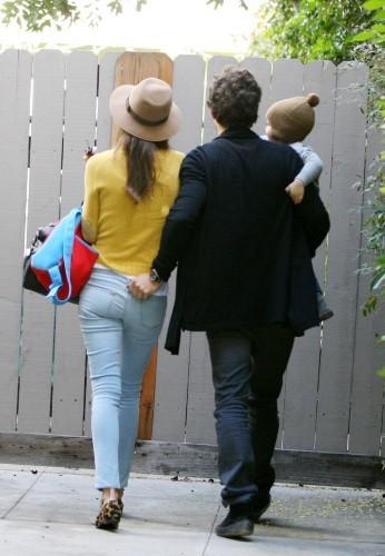 Miranda Kerr, Orlando Bloom et leur fils Flynn à Los Feliz, le 26 décembre 2012.