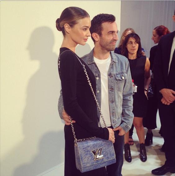 Miranda Kerr et Nicolas Ghesquiere au défilé Louis Vuitton le 1er octobre 2014