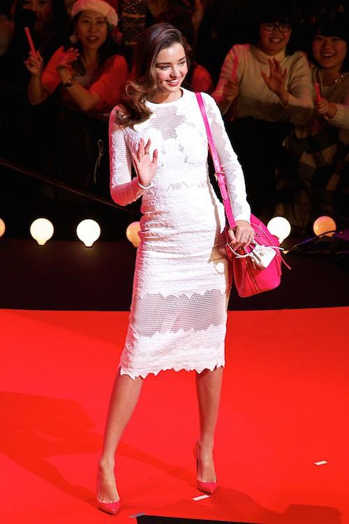 Photos : Miranda Kerr : sexy, elle fait le show à Tokyo !