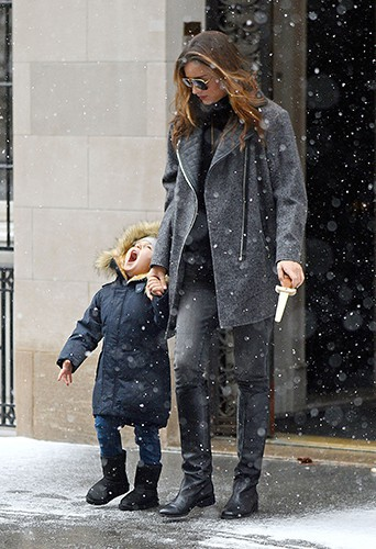 Miranda Kerr et son fils Flynn à New-York le 14 décembre 2013