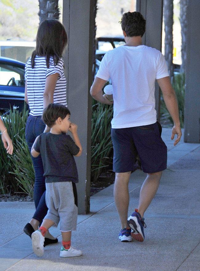 Miranda Kerr, Orlando Bloom et leur fils Flynn à Malibu le 1er novembre 2015