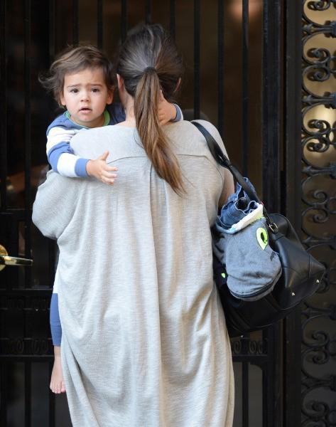 Flynn Bloom dit au-revoir à sa maman Miranda Kerr à New York, le 21 octobre 2013.