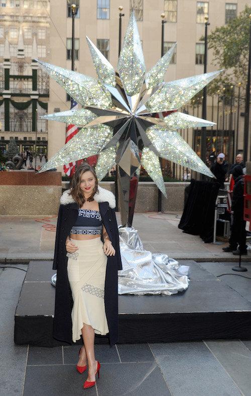 Photos : Miranda Kerr, une égérie au sideboob sexy et prête pour Noël !
