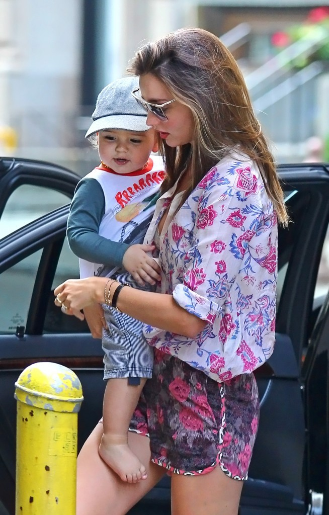 Miranda Kerr et son fils Flynn à New York, le 24 juin 2012.