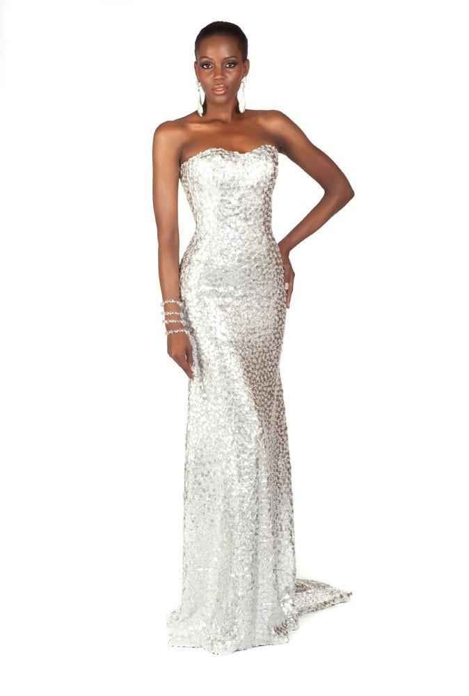 Miss Aruba en robe de soirée