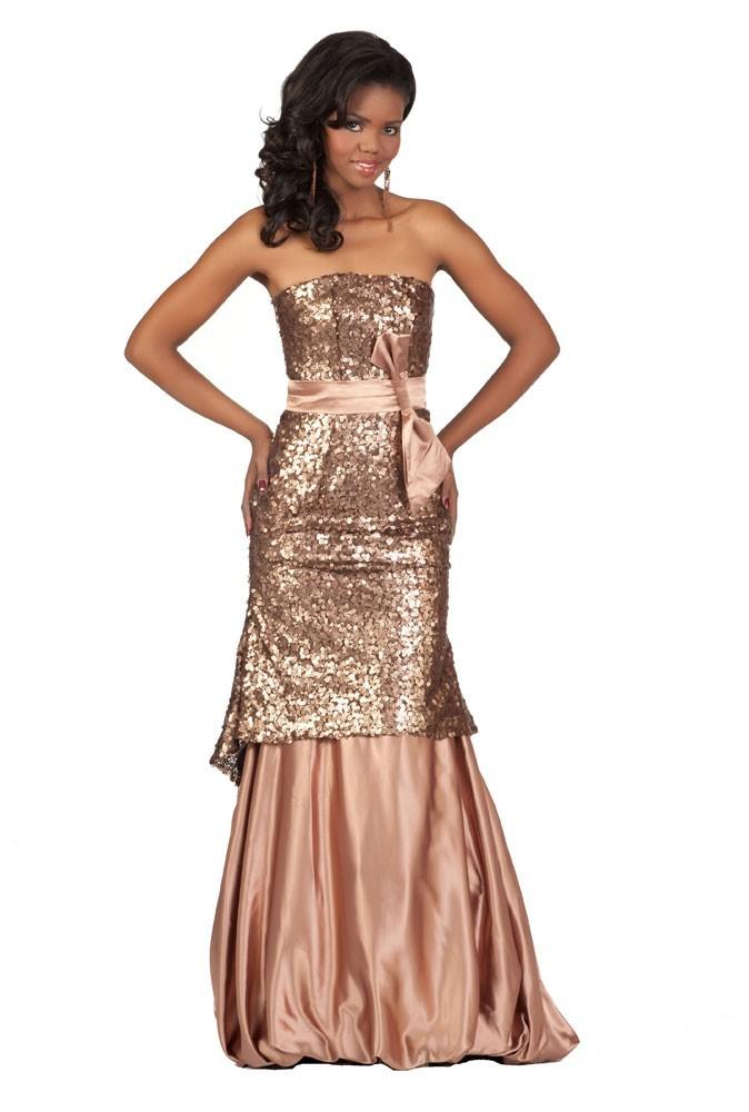 Miss Bostwana en robe de soirée