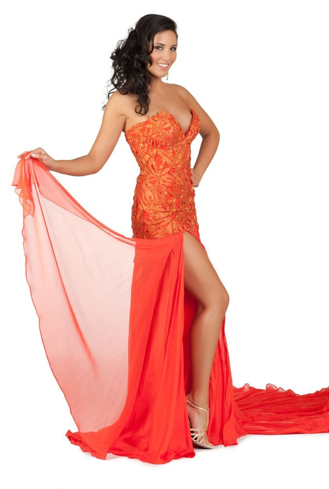 Miss Canada en robe de soirée