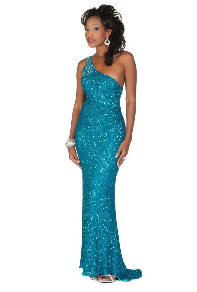 Miss Îles vierges britanniques en robe de soirée
