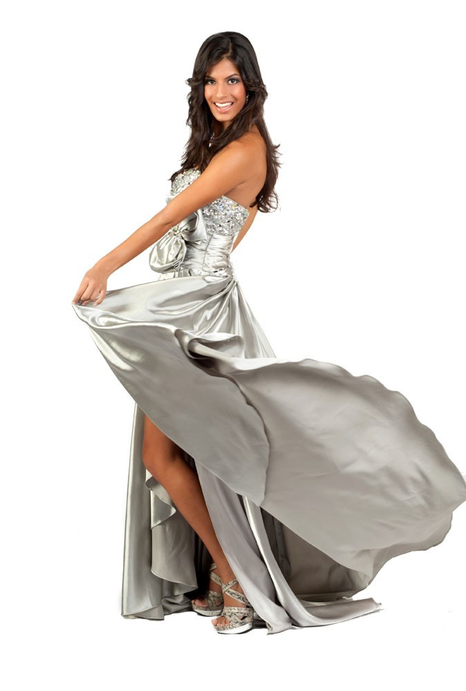 Miss Maurice en robe de soirée