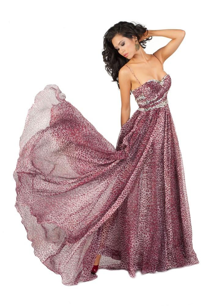 Miss Vietnam en robe de soirée