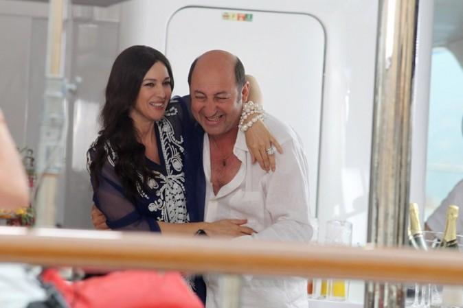 Monica Bellucci et Kad Merad sur le tournage de Les gens qui s'embrassent à Saint-Tropez !