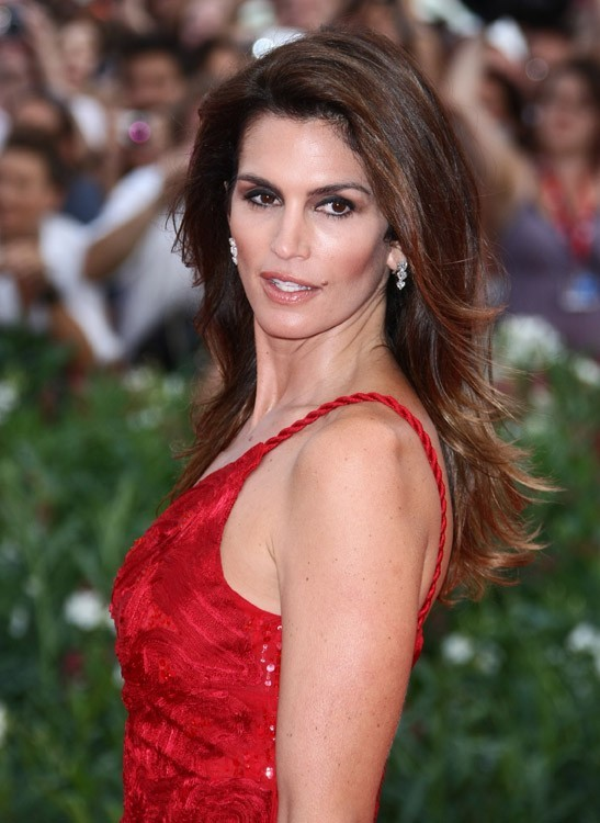 Cindy Crawford, assortie au tapis rouge !