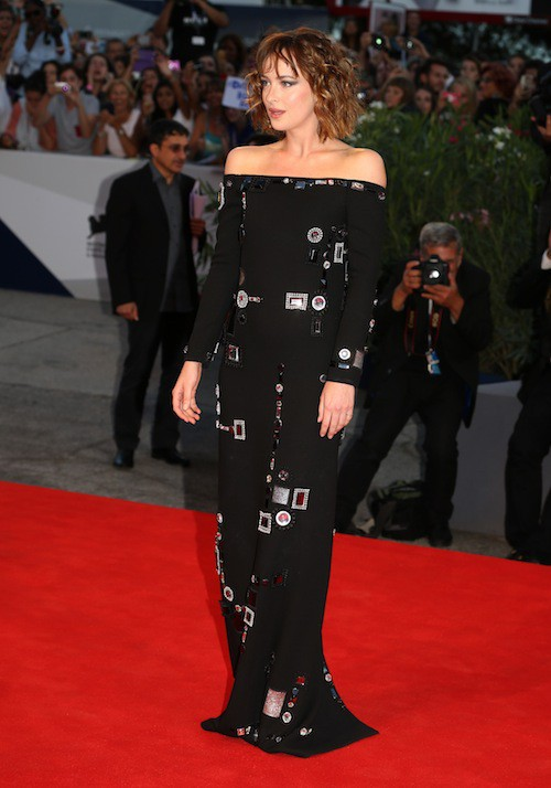 Photos : Mostra de Venise : Dakota Johnson charmée par le beau Matthias Schoenaerts !