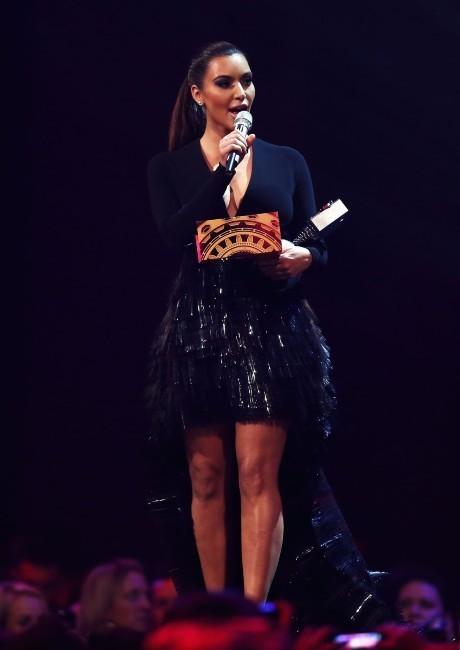 Kim Kardashian sur la scène des MTV EMA's à Francfort, le 11 novembre 2012.