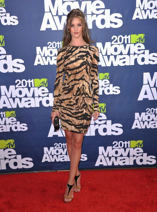 Rosie Huntington-Whiteley lors de la cérémonie des MTV Movie Awards 2011, le 5 juin 2011 à Universal City.