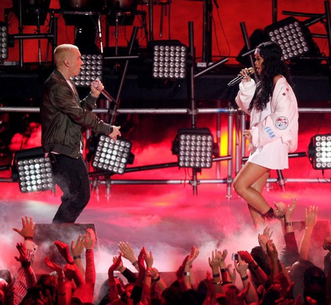 Rihanna et Eminem lors de la cérémonie des MTV Movie Awards organisée à Los Angeles le 13 avril 2014