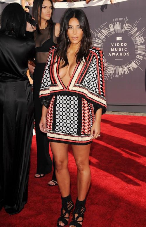 Kim Kardashian sexy lors des MTV VMA 2014