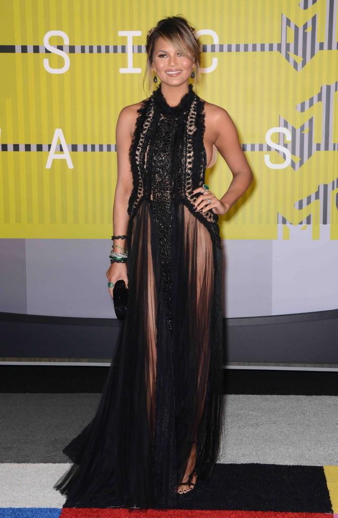 MTV VMA 2015 : Ciara, Rita Ora, Chrissy Teigen : Qui porte le mieux la robe noire sexy ?
