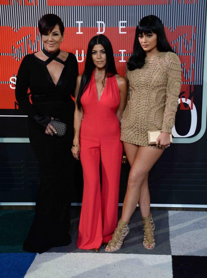 MTV VMA 2015 : Kourtney, Kris et Kylie Jenner : Trio de charme sur le tapis rouge !