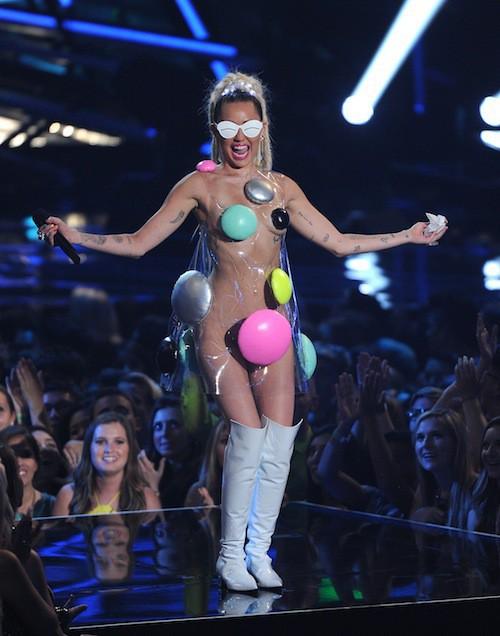 Photos : MTV VMA 2015 : Miley Cyrus, un show à poil pour un nouvel album gratuit !