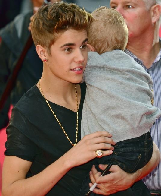 Justin Bieber et son frère Jaxon lors de la cérémonie des MuchMusic Video Awards 2012 à Toronto, le 17 juin 2012.