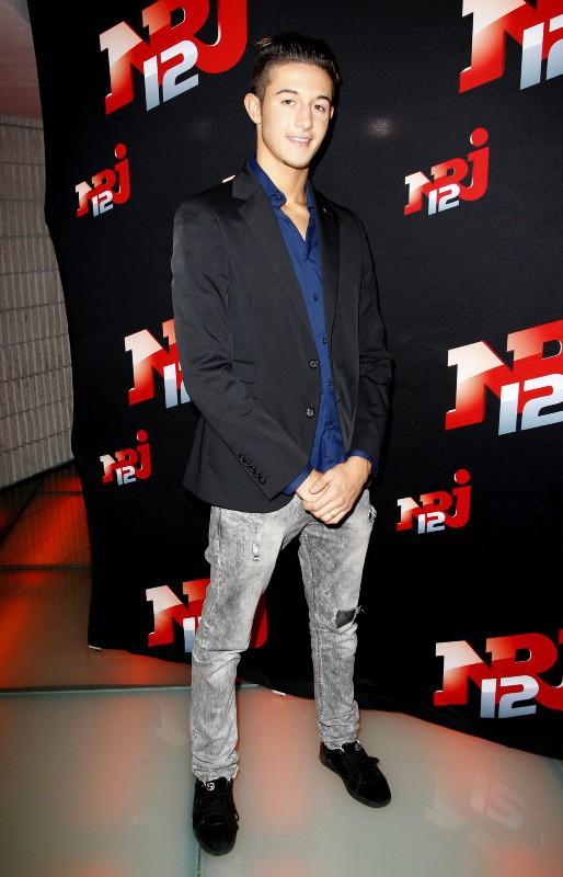 """Tarek, le frère de Nabilla Benattia, lors de la conférence de presse de la télé-réalité """"Allo Nabilla"""" à Paris, le 21 octobre 2013."""