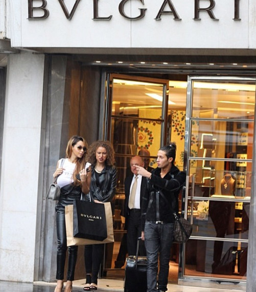 Photos : Nabilla Benattia : séance shopping avec son frère Tarek, un bon moyen de se vider la tête !