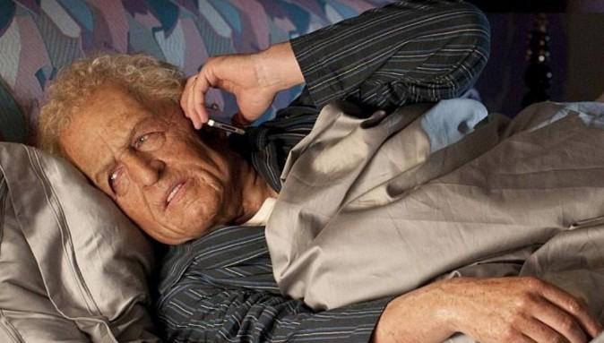 Hugh Grant se soumet, à sa façon, au défi #WakeUpCall