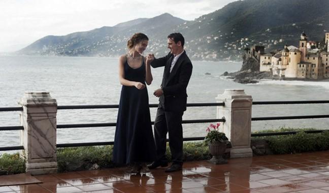 """Natalia Vodianova et Jonathan Rhys Meyers dans les premières images du film """"Belle du Seigneur""""."""