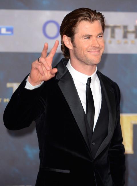 """Chris Hemsworth lors de la première du film """"Thor : Le Monde des ténèbres"""" à Berlin, le 27 octobre 2013."""