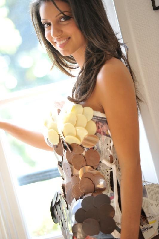 Tal en plein séance d'essayage pour le Salon du Chocolat 2012.
