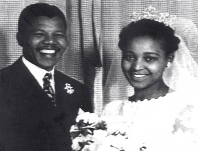 Nelson Mandela et sa femme Winnie lors de leur mariage