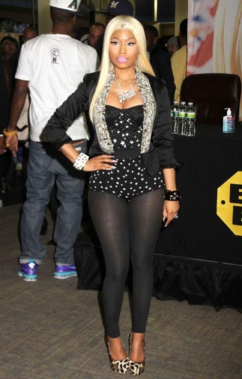 Nicki Minaj en dédicaces à Harlem hier !