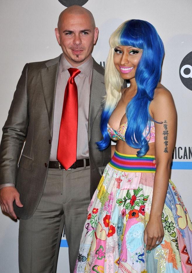 Nicki Minaj et Pitbull lors de la conférence de presse des American Music Awards à Los Angeles, le 11 octobre 2011.