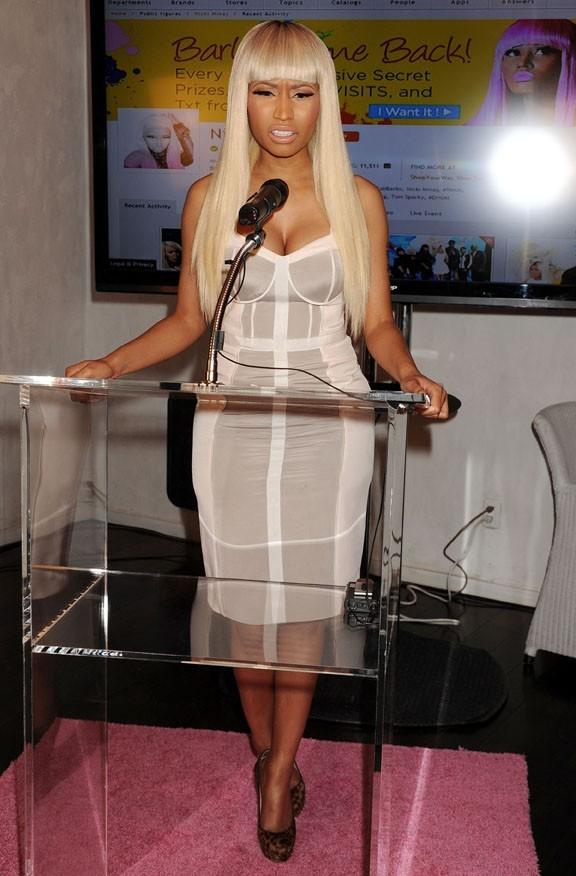 Nicki Minaj en opération promo dans un centre commercial de West Hollywood le 1er mars 2013