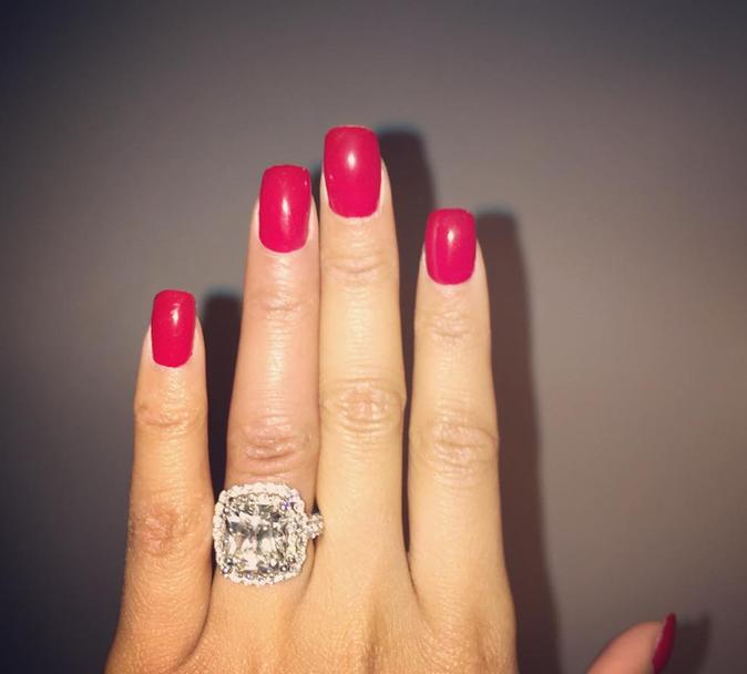 Photos : Nicki Minaj : Meek Mill lui offre un très gros diamant... le couple fiancé ?