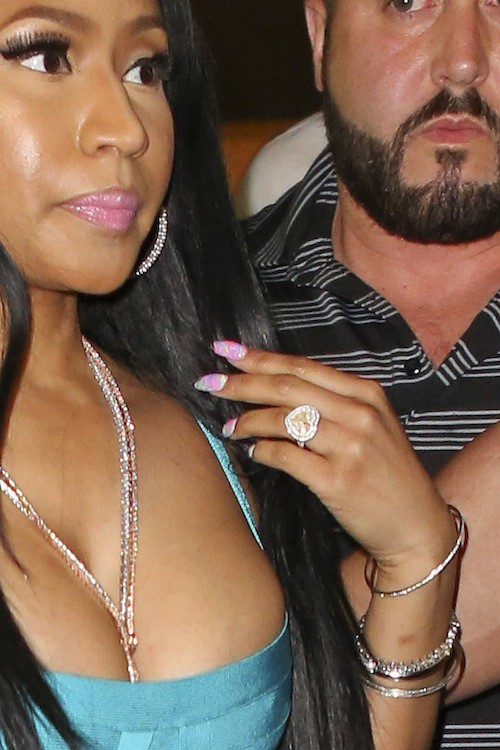 Photos : Nicki Minaj : mini-robe et maxi bague !
