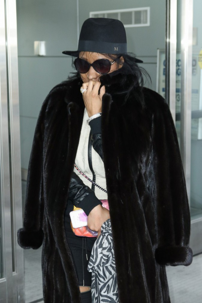 Photos : Nicki Minaj : petite mine et maxi bague de fiançailles !