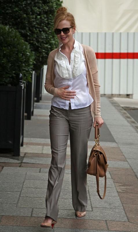 Nicole Kidman rentre à son hôtel à Paris
