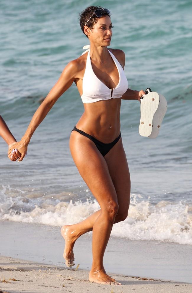 Nicole Murphy à Miami Beach le 23 juin 2013