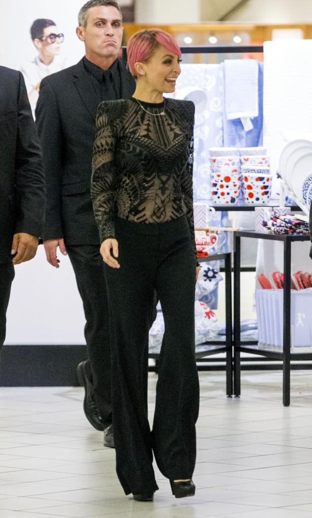 Nicole Richie : en pleine promo, elle fait tourner la tête des Australiens !