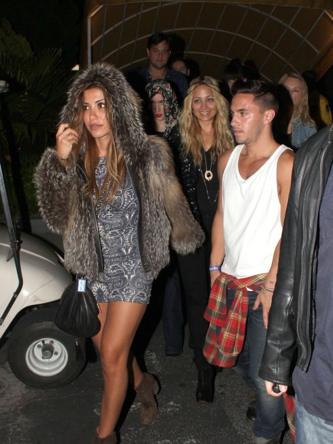 Entourée de ses amis, aussi fashion qu'elle !