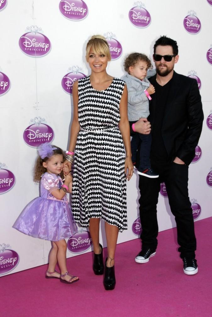 Nicole Richie en famille lors de l'événement Raiponce organisé par Disney à Londres, le 2 octobre 2011.