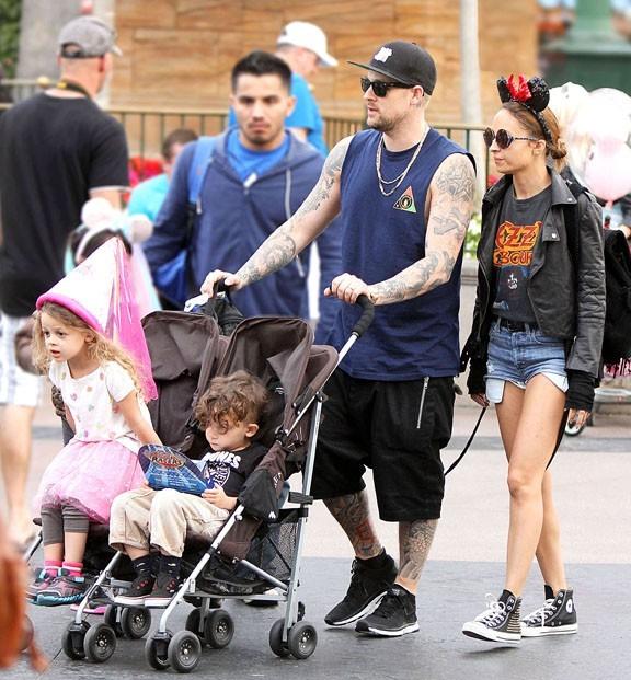 Nicole Richie à Disneyland en famille, en Californie, le 29 mars 2013