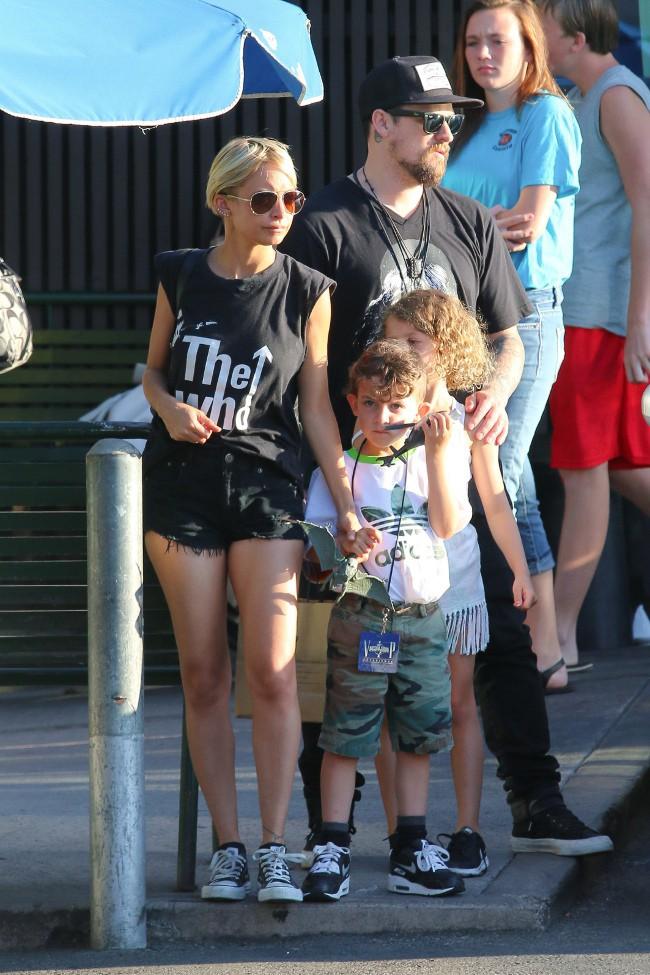 Nicole Richie et Joel Madden avec leurs enfants Sparrow et Harlow à Los Angeles le 25 juillet 2015